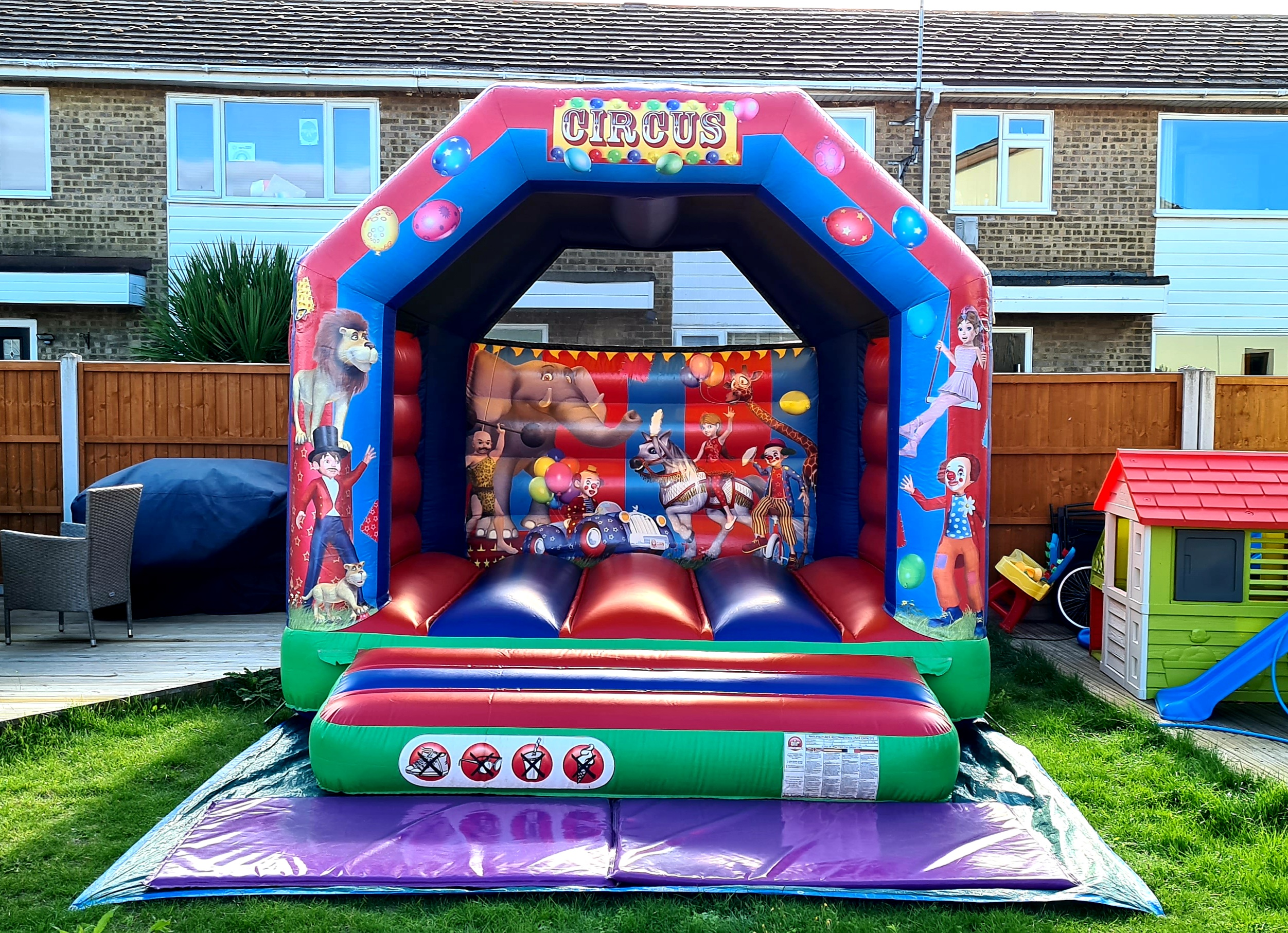 small circus themed castles hire in essex